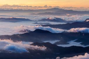 山々と雲海の朝の写真素材 [FYI03127670]