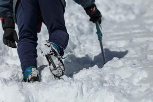 厳冬期の登山者の写真素材 [FYI03127711]