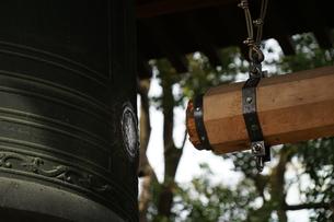 除夜の鐘のイメージの写真素材 [FYI03127841]