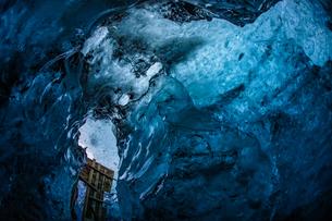アイスランド・氷の洞窟(ヴァトナヨークトル)の写真素材 [FYI03127855]