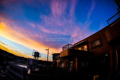 夕暮れと街並みの写真素材 [FYI03127864]