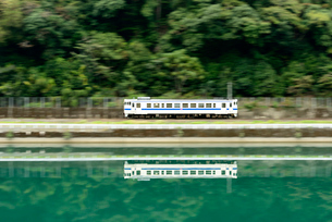 肥薩線普通列車の写真素材 [FYI03127949]