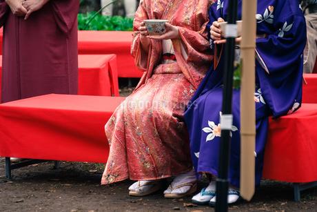 着物・和装の女性と茶屋の写真素材 [FYI03127980]