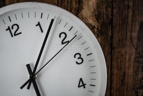 シンプルな壁掛け時計のイメージの写真素材 [FYI03128109]