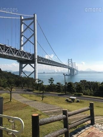 橋 芝生 海の写真素材 [FYI03128119]