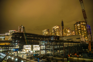 横浜・みなとみらいの高層ビル建設現場の写真素材 [FYI03128127]