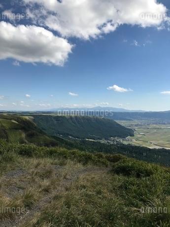 雲 空  盆地 山の写真素材 [FYI03128132]