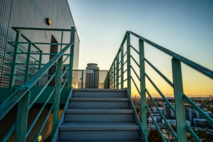 非常階段から見える夕景の写真素材 [FYI03128143]