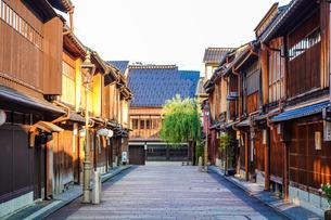 金沢市ひがし茶屋街 東山ひがし重要伝統的建造物群保存地区の写真素材 [FYI03128294]