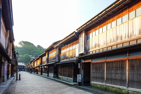 金沢市ひがし茶屋街 東山ひがし重要伝統的建造物群保存地区の写真素材 [FYI03128295]