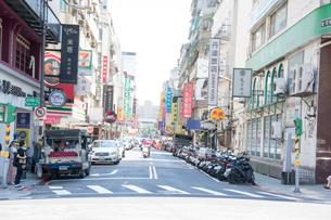 風景 台北市内の 道路の写真素材 [FYI03128317]