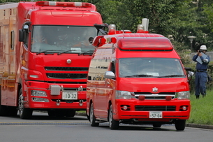 消防車の車列の写真素材 [FYI03128340]