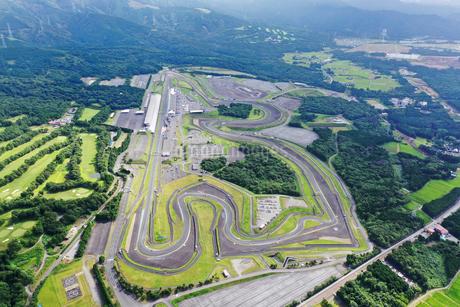 空撮した富士スピードウェイの写真素材 [FYI03128370]