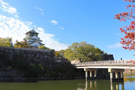 秋の大阪城公園の写真素材 [FYI03128455]