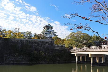 大阪城天守閣と極楽橋の写真素材 [FYI03128456]