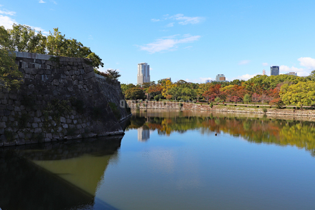 秋の大阪城公園の写真素材 [FYI03128457]
