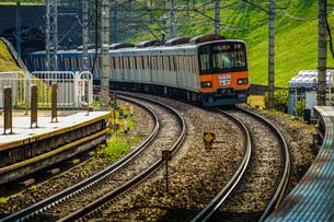 たまプラーザ駅から見える田園都市線の写真素材 [FYI03128570]