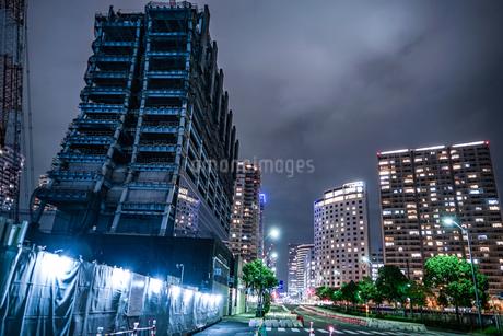 横浜・みなとみらいの高層ビル建設現場の写真素材 [FYI03128627]