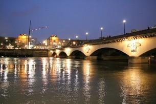 水かさの増したセーヌ川の写真素材 [FYI03129759]