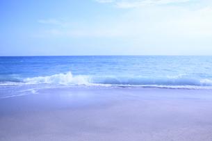 夏の渚と空の写真素材 [FYI03129762]
