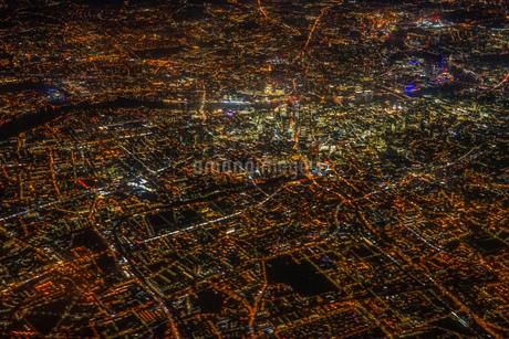 飛行機から見えるロンドンの夜景の写真素材 [FYI03129907]