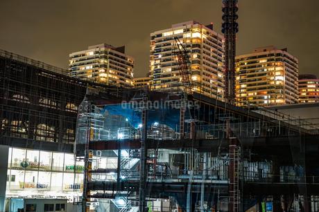 横浜・みなとみらいの高層ビル建設現場の写真素材 [FYI03129912]