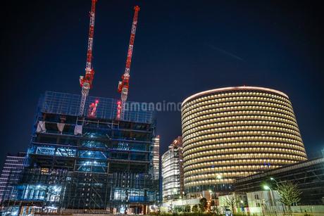 オフィスビルの建築現場(横浜みなとみらい)の写真素材 [FYI03129920]