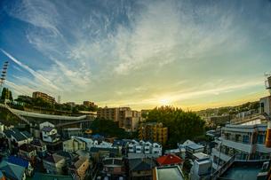 夕暮れと街並みの写真素材 [FYI03129943]