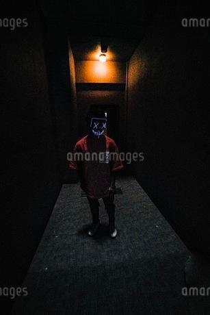 仮面ハロウィン仮装写真の写真素材 [FYI03130658]