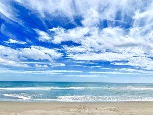 だれもいない夏の海の写真素材 [FYI03130895]