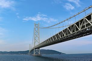 明石海峡大橋と淡路島の写真素材 [FYI03130912]