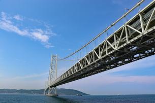 明石海峡大橋と淡路島の写真素材 [FYI03130916]