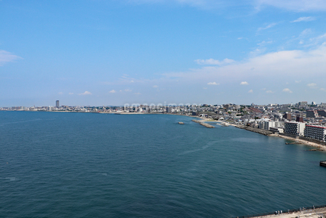 明石海峡大橋から眺める海岸線の写真素材 [FYI03130925]