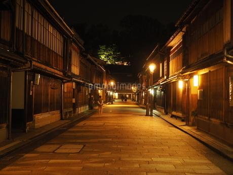 北陸金沢・ひがし茶屋街(夜)の写真素材 [FYI03131073]