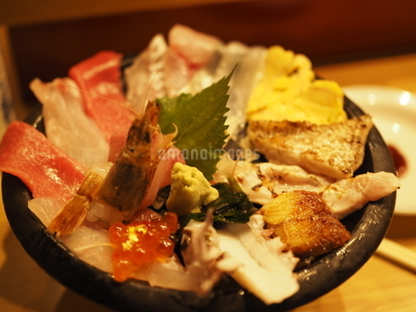 近江市場・海鮮丼(斜め)の写真素材 [FYI03131084]