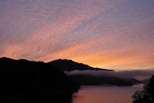 朝焼けの空の写真素材 [FYI03131140]