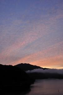 朝焼けの空の写真素材 [FYI03131142]