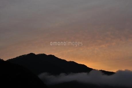 朝焼けの空の写真素材 [FYI03131143]