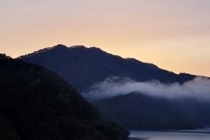朝焼けの空の写真素材 [FYI03131145]