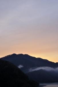 朝焼けの空の写真素材 [FYI03131146]