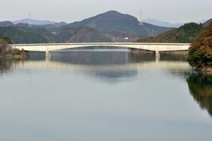 宮ヶ瀬やまびこ大橋の写真素材 [FYI03131163]