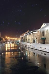 小樽雪あかりの路と降雪 の写真素材 [FYI03131828]