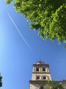 アルハンブラ宮殿の飛行機雲の写真素材 [FYI03131982]