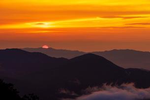 大川原高原からの夕陽の写真素材 [FYI03132205]
