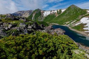 木曽御嶽山の主稜線と三ノ池の写真素材 [FYI03132219]