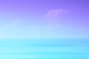 夏の海 色彩でイメージを表現の写真素材 [FYI03132430]