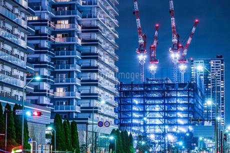 横浜・みなとみらいの高層ビル建設現場の写真素材 [FYI03132665]