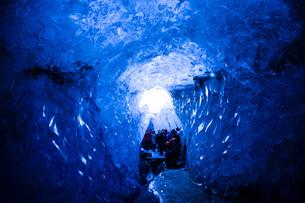 アイスランド・氷の洞窟(ヴァトナヨークトル)の写真素材 [FYI03132676]