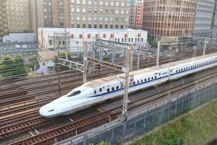 浜松町付近を走行する新幹線の写真素材 [FYI03132861]