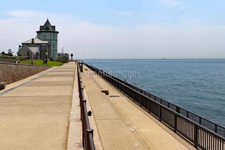 海沿いの遊歩道の写真素材 [FYI03132961]